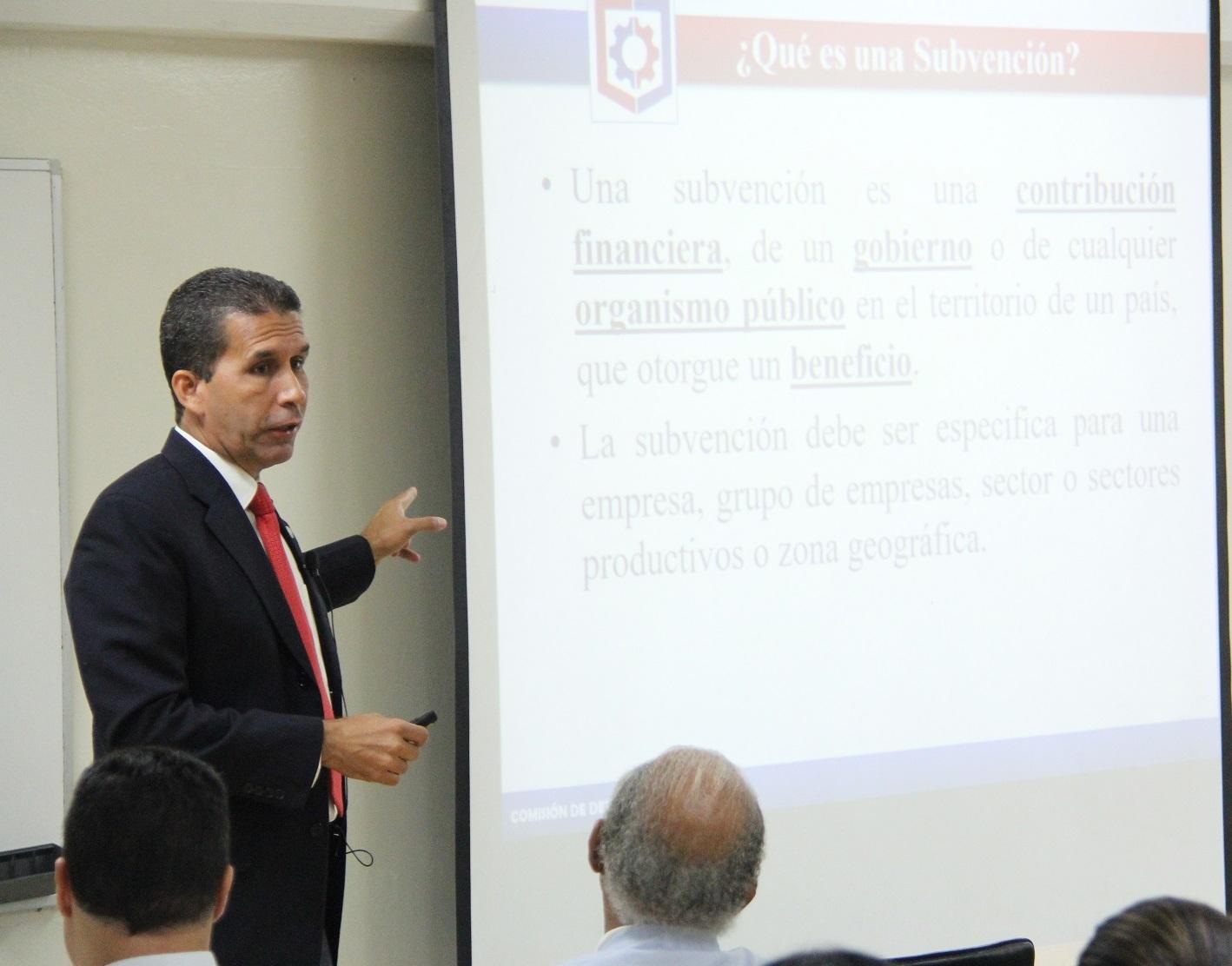 """Conferencia """"Instrumentos de Defensa Comercial en República Dominicana"""", dictada por el licenciado Alejandro Arredondo."""