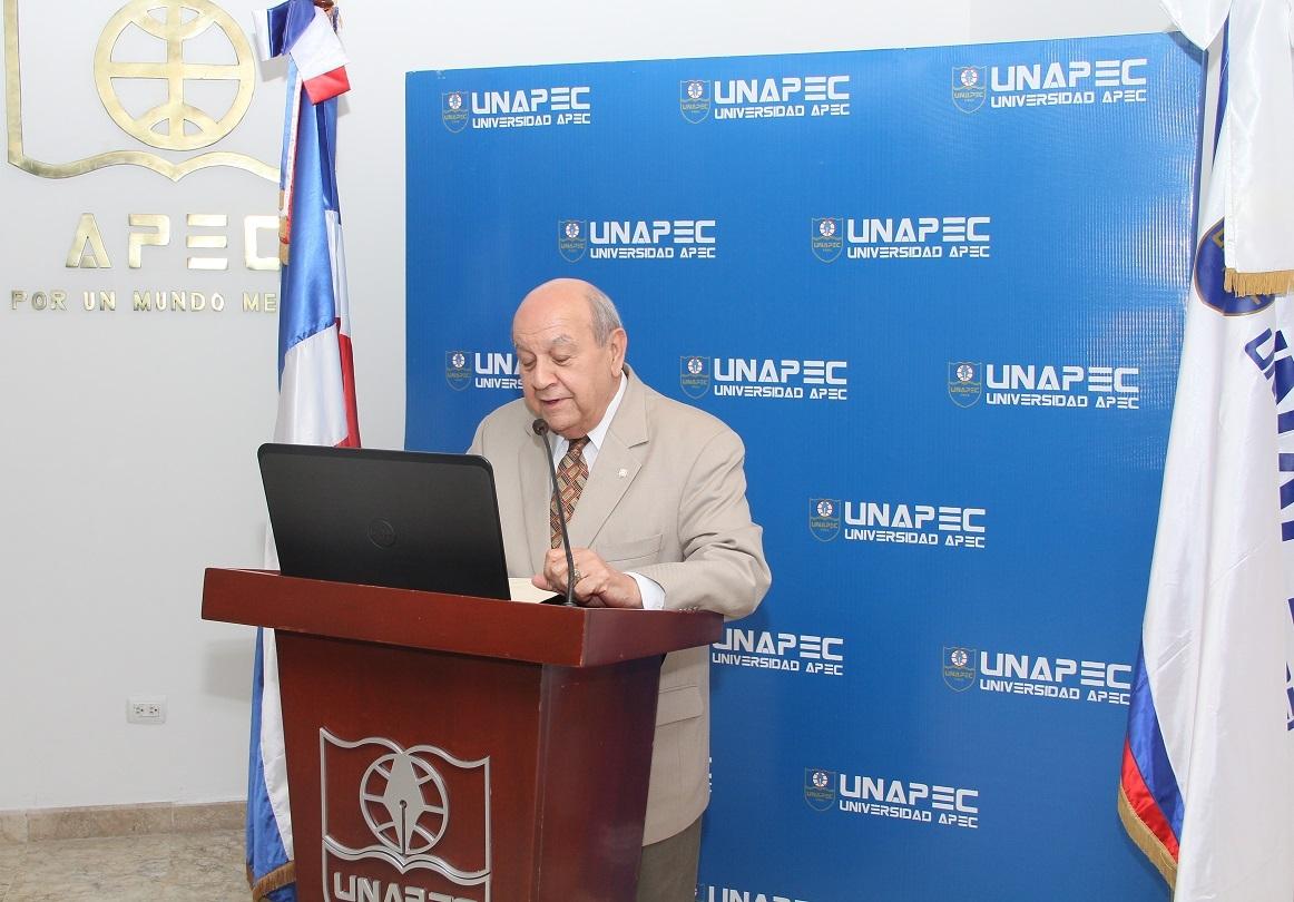 Rector de UNAPEC, Dr. Franklyn Holguín Haché.