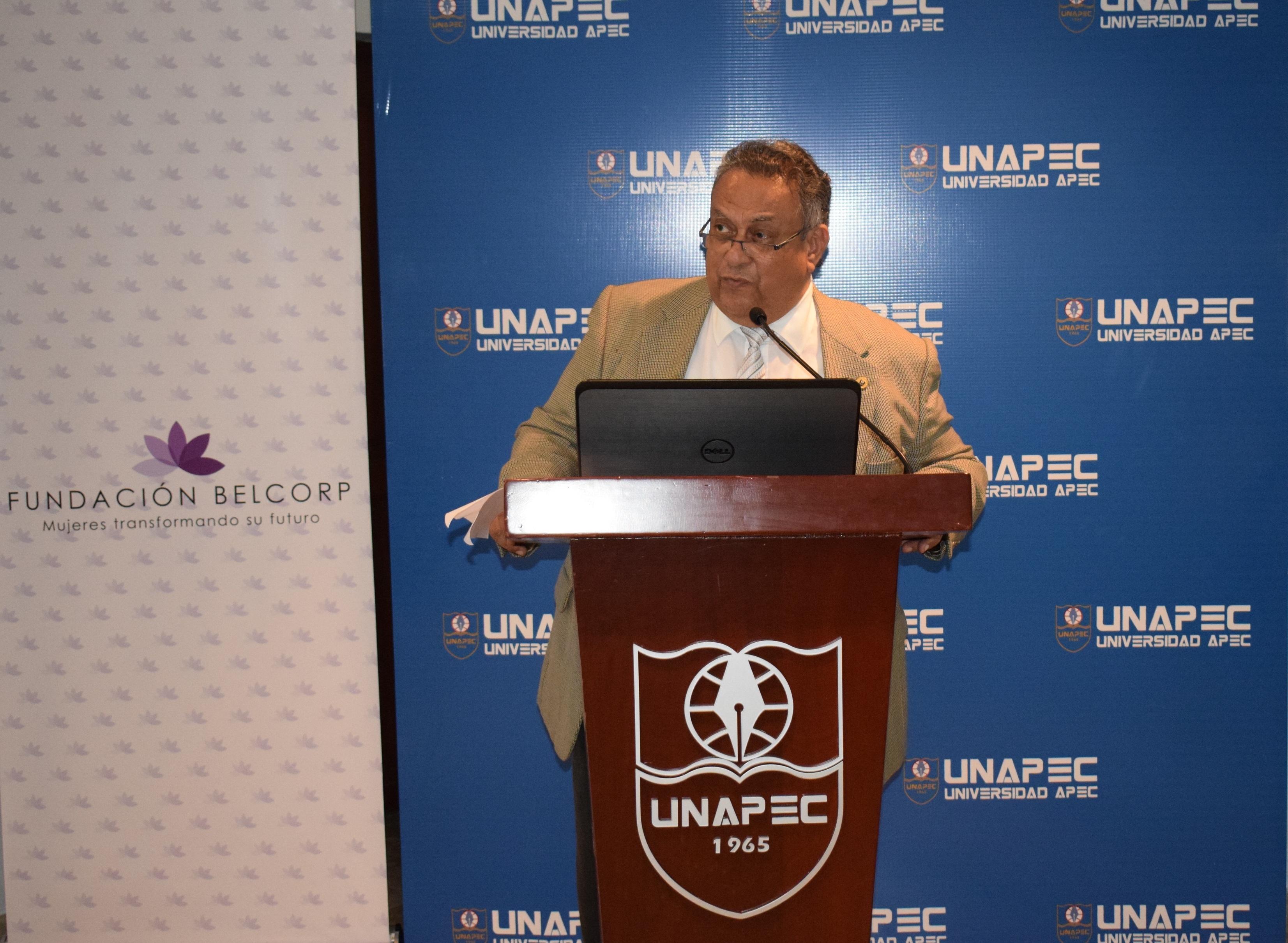 César Caracas, Director de Educación Continuada.