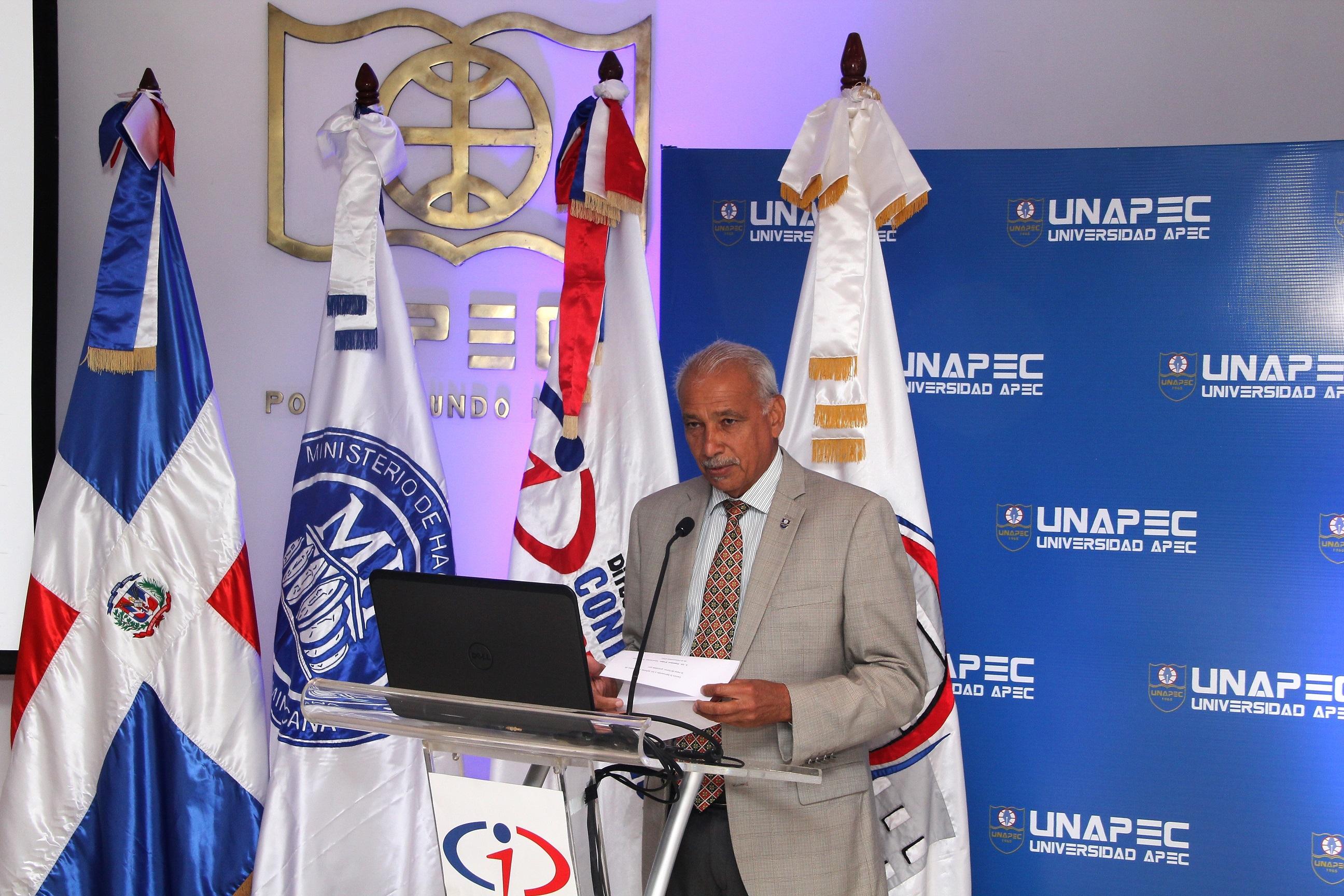 Francisco D'oleo Ramírez, vicerrector académico de UNAPEC.